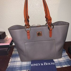 Dooney & bourke Tammy tote